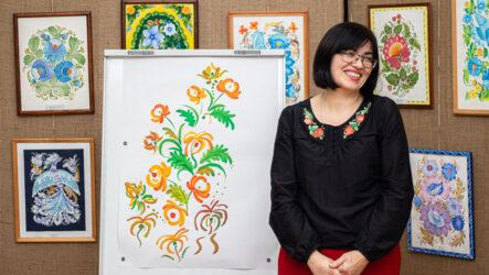 Відкрили виставку миколаївської майстрині Лесі Сайковської